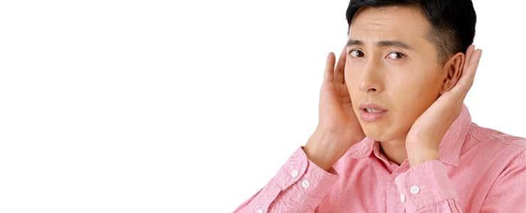 髭脱毛の意見に耳を傾ける男性