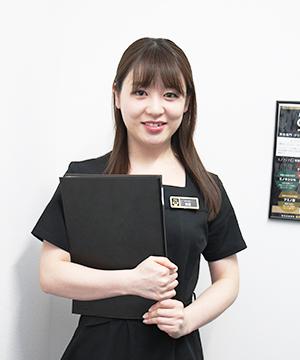 カウンセリングを担当する女性スタッフ
