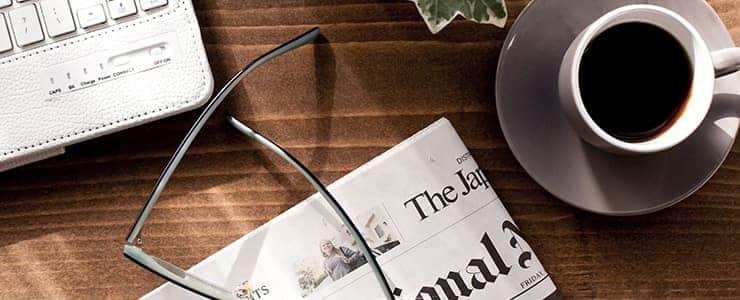 新聞と朝のコーヒー